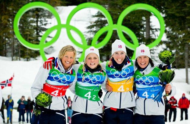 Fra venstre: Vibeke Skofterud, Therese Johaug, Kristin Størmer Steira og Marit Bjørgen vant gull  i langrenn, 4 x 5 km stafett for kvinner i  Whistler Olympic Park under OL i Vancouver 2010.