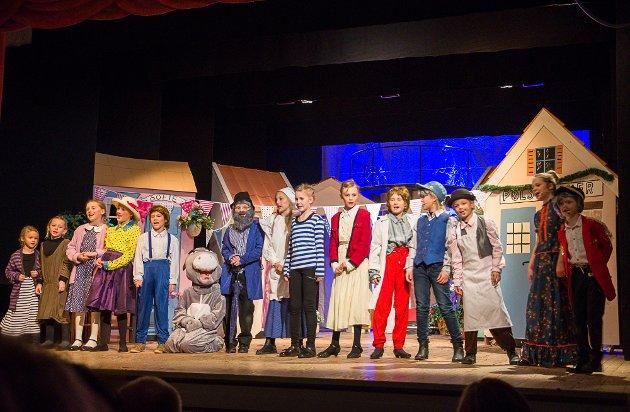 Søndag var siste dag de yngste skuespillerne fra Veslefrikk holdt forestillingen om Kardemomme by på Fredrikshalds Teater.