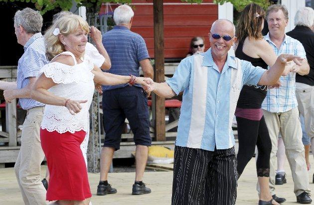 Danset swing: Mens andre dansetrinn foregikk over hele Holmestrand. Foto: Pål Nordby