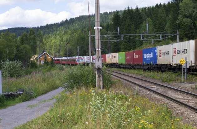 OGSÅ GODS: - Vi må satse mer på transport på jernbanen, sier Grete Karin Berg i NHO.