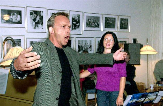 I 2000: Åsleik Engmark som fyrig russer, og Katrine Blomberg som den unge Bokken Lasson. (Foto: Terje Pedersen, APOR)