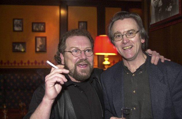 """Stig Holmås og hans gode kamerat Gunnar Staalesen på premierefesten til """"Jonny be good"""" år 2000."""