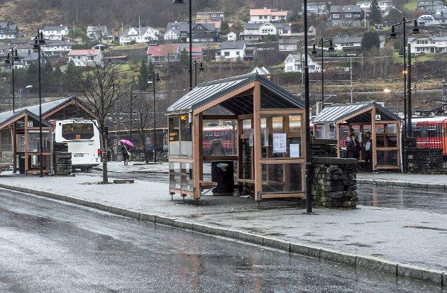 Bybanen bør kobles opp mot lokaltoget mellom Arna og Bergen stasjon.