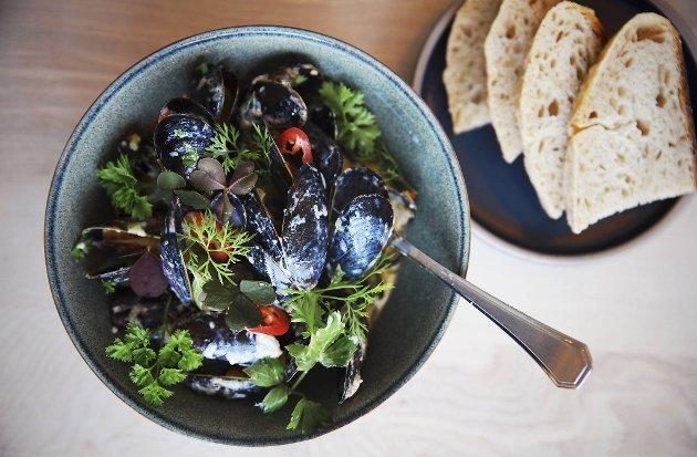 Den lille sødmen man finner i enkelte norske håndverkssidere er med på å takle heten fra blåskjell med chili – og gjør det til en flott kombo!