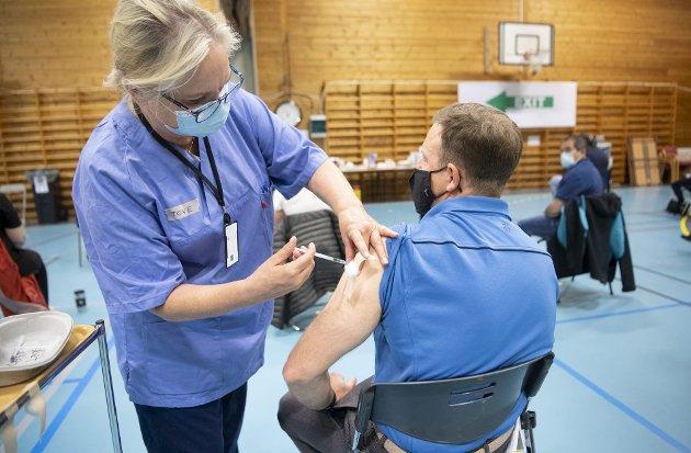Lederen av vaksinasjonsprogrammet i Bergen svarer en leser i dagens Summetone.