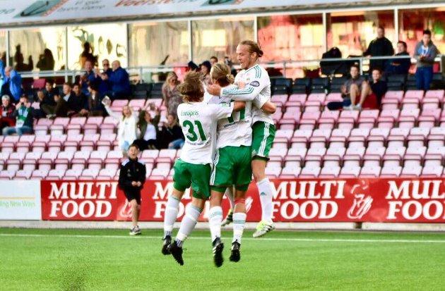 MÅL: Tobias Faye Knudsen, Sivert Thorsen og Andreas Nygaard sjokkerte Vålerenga, og gjorde fotballbyen Fredrikstad stolt. (Foto: Jørn Kristoffersen)