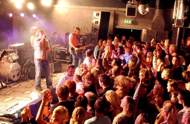 Hysteriske tilstander foran scenen på Kurt Nilsen-konserten på Lace i 2005.