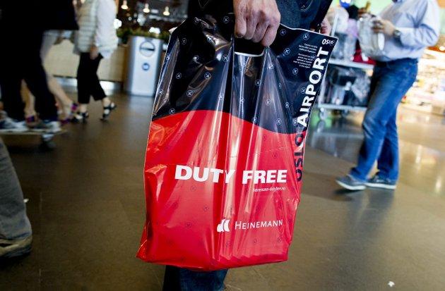 Økonomi: Erlend Larsen advarer mot en monopolsituasjon i tax-free salget på landets resterende flyplasser.  foto: scanpix
