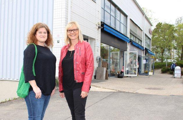Nordstrands Blad flytter til Sæter, her er nyhetsleder Nina Schyberg Olsen (t.v.) og ny redaktør Kristin Stoltenberg utenfor kontorbygget i Ekebergveien.