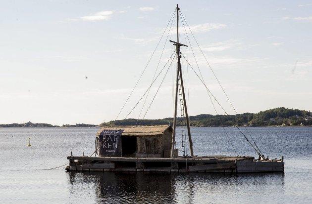 Sett av en million: Flåten som ligger i Indre havn er sett av «hele Norge», men ikke et ord står det til opplysning!