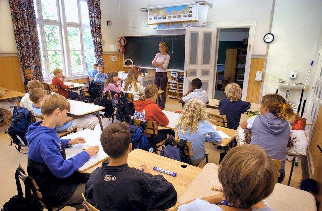 IKKE RÅD: – Fire prosent er i praksis mye penger for skolene, som har så stramme økonomiske rammer at de verken har råd til vikarer, bøker eller annet nødvendig utstyr, skriver Eva Bekkelund-Eriksen. Bildet er et illustrasjonsfoto.