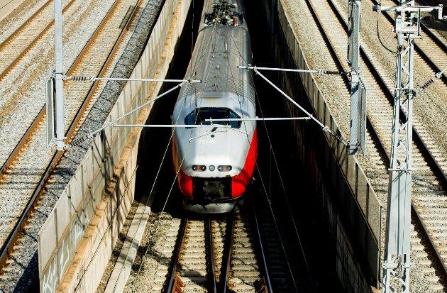 Sivilingeniør Kristoffer Hagen mener Solberg-regjeringen nedprioriterer jernbanesektoren. (Foto: Vegard Wivestad Grøtt, NTB)