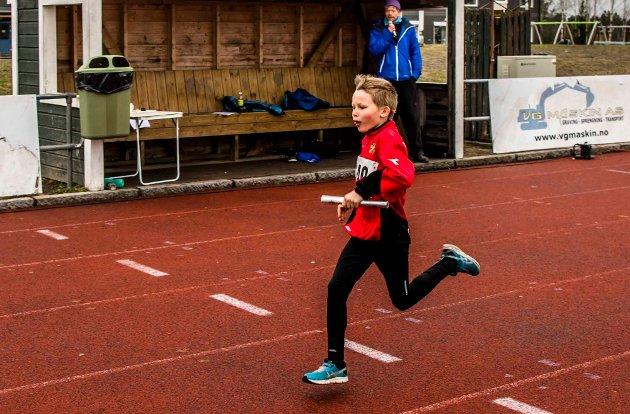 Årets åpningsstevne i friidrett på Ås stadion ble vellykket til tross at regnet øste ned på slutten av dagen. Totalt var det 185 deltakere fra klubber i Follo og Østfold. Her er bilder fra løpsøvelsene-