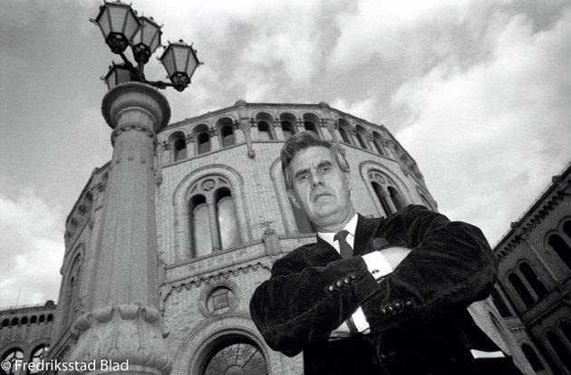 Høyre-politiker Georg Apenes har sine siste dager som stortingspolitiker etter tre perioder og tolv år på Stortinget. Foto: Jon Petter Evensen, FB 10.06.1989