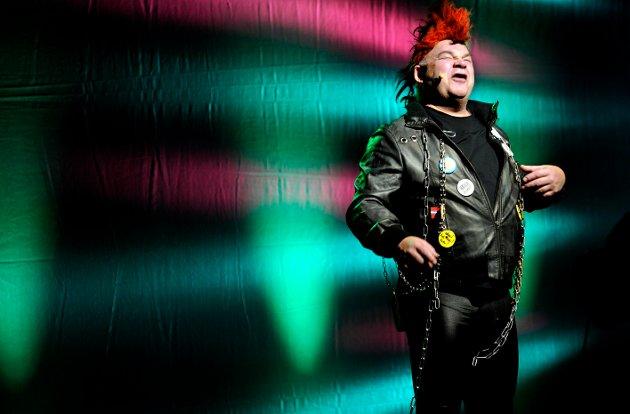 «Sitt ikke der 'a gett.» Pål Nielsen tok frem igjen «Pønkær'n» på Joker-forstillingen på Båthusteatret i 2010.