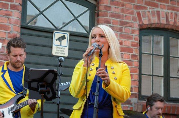 DYKTIG: Maria Mohn står ikke noe tilbake for Carola vokalmessig. Det viser hun i showet i Gamlebyen.