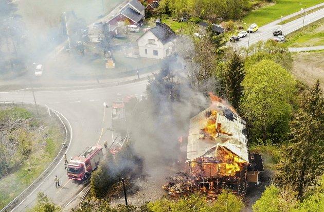 Hanekleiva 171: Stedet som innsenderen har mange kommentarer til for fremtidig planlagt bruk, ble åsted for en større  brannøvelse etter overtakelsen av eiendommen. Foto: Ulrikke Granbakken Narvesen