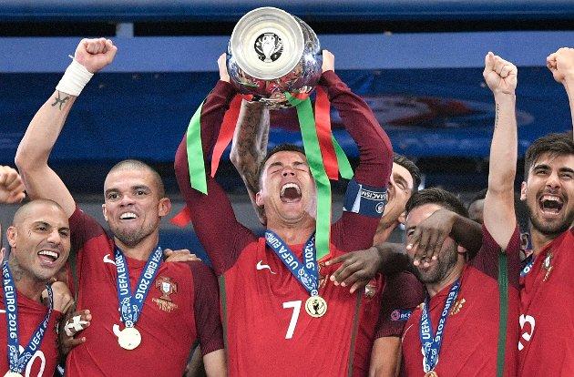 Portugal feirer EM-seieren i 2016.