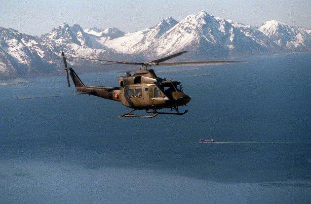 199605: Lofoten. Forsvarets Bell helikopter fra Bardufoss på tokt i Lofoten. 37212/05  NTB arkivfoto: Aleksander Nordahl / SCANPIX