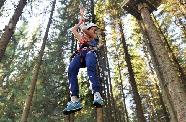 GEVINST: – Det er stor helsegevinst i å tilrettelegge for naturbasert reiseliv og friluftsliv som klatreparker, guidede toppturer, rafting og skiaktiviteter, påpeker NHO Reiseliv.