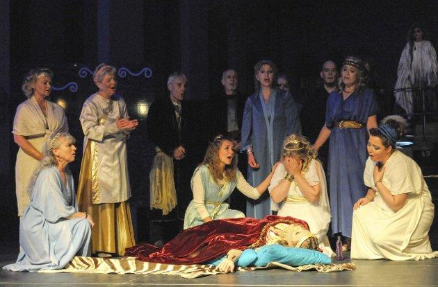 Forfatter av innlegget, Hans Høyer, skryter av Ringerike operakors forestilling «Dido og Aeneas» i Hønefoss kraftstasjon.