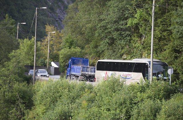 Trafikk som skal fra nord og sørover kjører om Grimen.