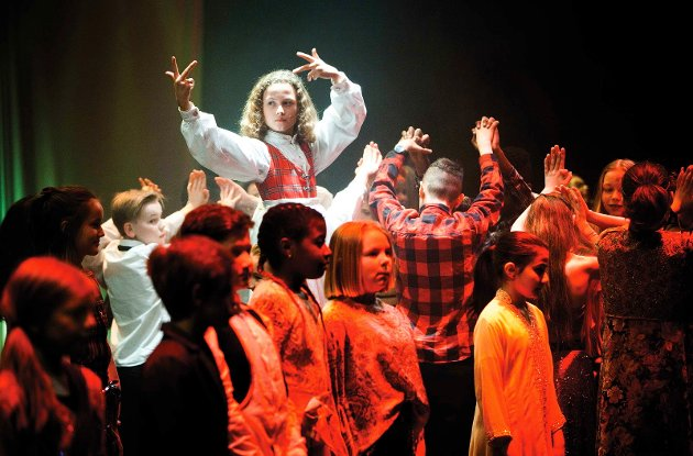 TEORI I PRAKSIS: – Fargespill Østfold er et skoleeksempel på hvordan ulike etniske grupper møter hverandre og skaper en felles kulturell opplevelse, skriver Reidar O. Nordsjø.