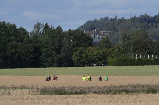 To personer omkom da et småfly tirsdag ettermiddag styrtet i nærheten av Ekeberg skole i Holmestrand.