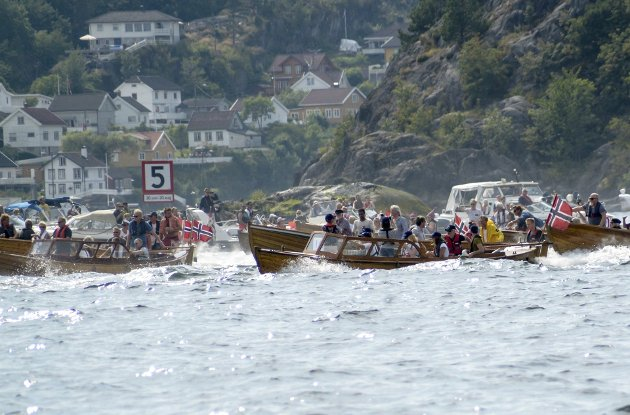 FESTDAG: Startskuddet har gått for koggenes festdag. Til sammen deltok det 65 båter.