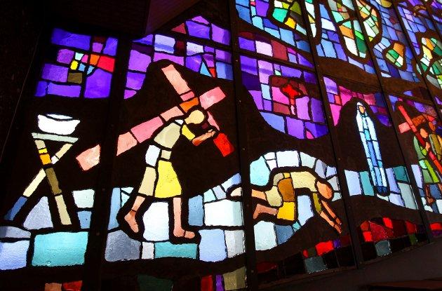 MOSAIKK: Glassmaleriet i Jeløy kirke av Victor Sparre.