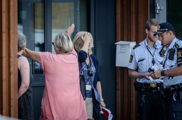 FORTVILTE: Både kunder og ansatte kom til stengt dør hos Høyden postkontor lørdag morgen.