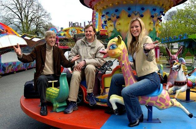 Mossedagene 2003: Fra v.: Alf Haugen, Ole Petter Andresen og Line Haugen ved tivoli som gjestet byen i forbindelse med mossedagene.