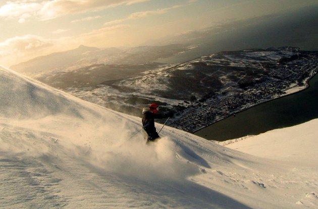 UTVIKLING: Et eventuelt alpint-VM I Narvikfjellet vil kunne utløse store investeringer i Narvik. Ikke bare utbedringer av fjellet, men infrastrukturen i kommunen. Den svenske kommunen Åre, med nesten 11.000 innbyggere, har arrangert mesterskapet to ganger tidligere og skal arrangere igjen i 2019