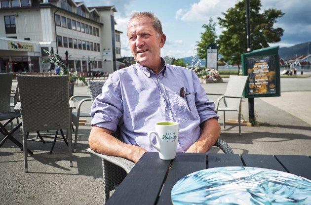 Ordførerkandidat Johan Petter Røssvoll (Sp) vil nå gjøre noe med asfalten ved Jernbaneparken, men stemte mot tidligere i år.