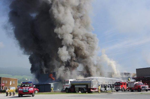 Flere bedrifter mistet lokaler og utstyr i brannen på industriområdet.