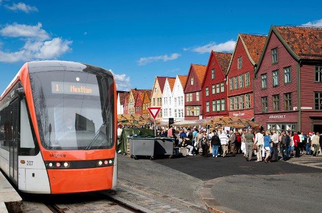 Er Bybanen forenelig med folkeliv på Bryggen?  Fotomontasje