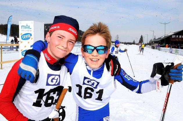 Kristian Skattebo fra Sør-Fron (t.v.) og Marcus Berget Moen fra Tormod Skilag konkurrerer i gutter 13 år.