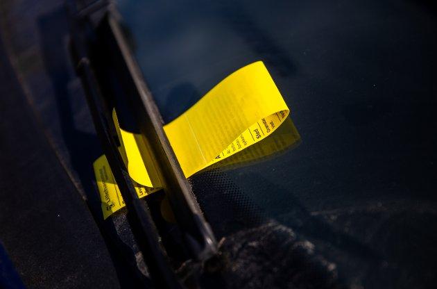 - Hva med å innføre en forskrift der urettmessige parkeringsgebyr automatisk gir pengeinnkrever et motgebyr på kr 1.500? Det ville skjerpe den ihuga viljen til å ilegge gebyr på sviktende grunnlag, skriver Ola Skrautvol.