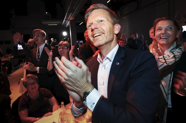 Tage Pettersen er klar for Stortinget, og forlater dermedordførerkontoret i Moss. Bildet er fra valgvaken på Verket Scene i Moss 11.september.