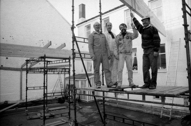 ETABLERING AV MOZARTHAVEN: Edgar Ludl Gourmet og Mozarthaven. Dette bildet er ifølge Dag Nilssen fra 1992. Da det ble laget et bedre tak enn de provisoriske presenningene som var satt opp i 1991. FOTO: Sandefjords Blad