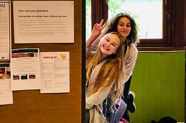 Redaktørene i avisgruppa: Malin Chanita Hals Krohn og Tanja Jordan Bergsman.