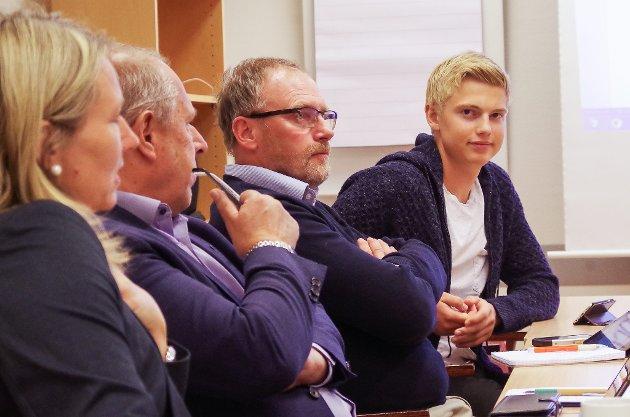 Erlend Kvittum Nytrøen vil ha lokalpolitikerne i Nord-Østerdal med på Senterpartiets krav om at tilskuddsordningen for veterinærvakter ikke må røres. Her er han ved en tidligere anledning i Regionrådet, som Ungdomsrådets mann.