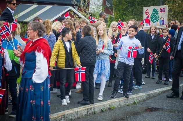Skolene i Ås og Kroer gikk gjennom Ås sentrum til NMBU. Flere tusen barn og voksne deltok i toget. Til tross for litt regn i begynnelsen var det god stemning i toget fra start til slutt.