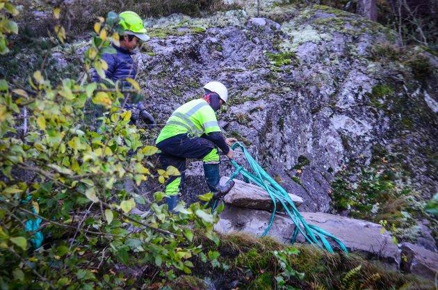 SHERPATRAPPER: Sherpaer fra Nepal bygger flere steintrapper i det kupperte terrenget langs Bunnefjorden.