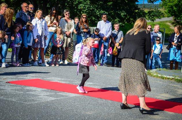 Alle de nye førsteklassingene fikk gå opp den røde løperen der de ble tatt imot av rektor.