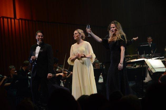 Eric Fennell, Ingeborg Gillebo og Mari Eriksmoen ga publikum en flott operakveld.