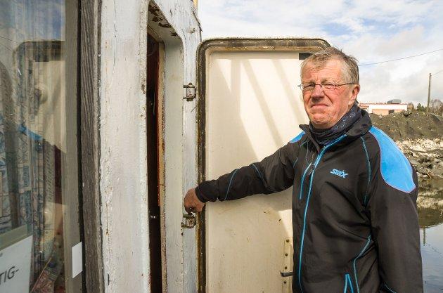 ØDELAGT: Denne døra på Greven var brutt opp da John Arthur Innerdal ankom båten 1. mai.