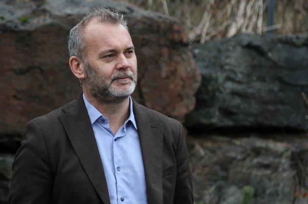 SJÅ FRAMOVER: Ola Teigen meiner stortingskandidat Erling Sande heller burde rette blikket framover, framfor å setje kommunereforma i revers.
