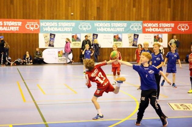 Idrettslagene i Østfold har opplevd en solid vekst i antall medlemmer under 19 år, særlig blant jenter. Bildet er fra en turnering som nettopp viser stor bredde, Fredrikstad Cup.