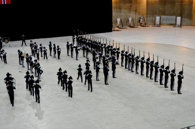 Lillehammerreveljen 2017 i Håkons Hall lørdag 8. april  Hans Majestet Kongens Gardes musikkorps og drill